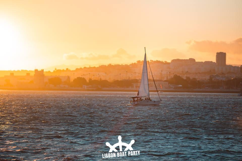 Lisbon boat party 4